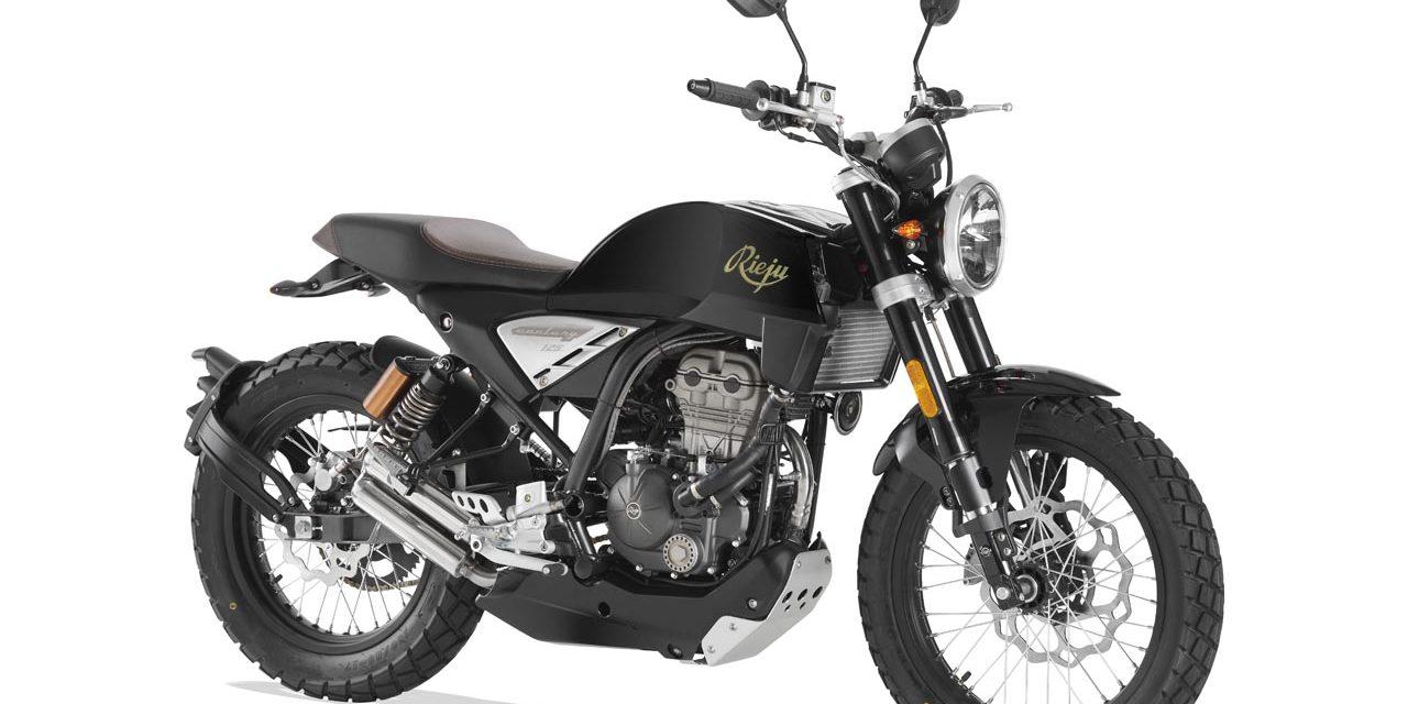 RIEJU CENTURY 125 : Une moto néo-rétro pour les motardes