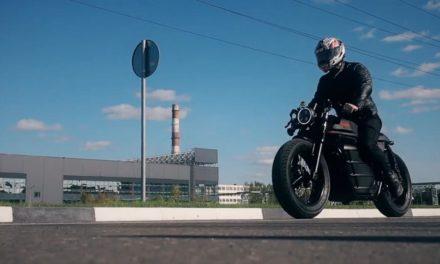 Kalashnikov : une moto électrique Café Racer