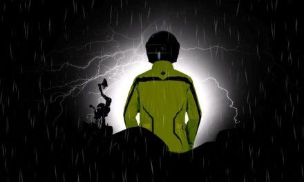 Tucano Urbano protège les scootéristes et les motards du mauvais temps.