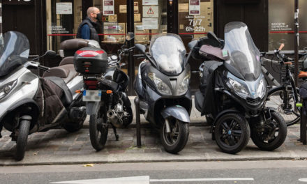 Paris : le stationnement des deux-roues thermiques payant