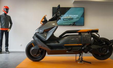 Showroom : Le BMW CE 04 exposé en plein cœur de Paris